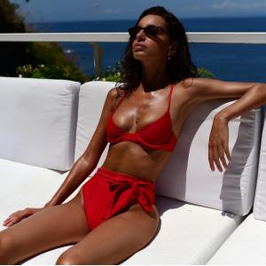 Красный завышенный купальник 2019