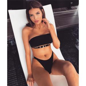 Стильная модель купальника с декором на бюсте