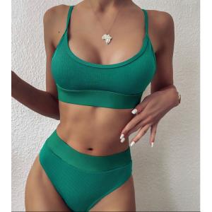 Яркий зеленый купальник завышенный